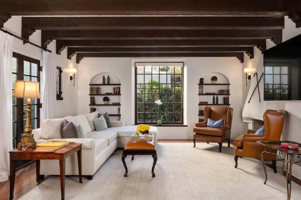 Romantic suite in Los Angeles