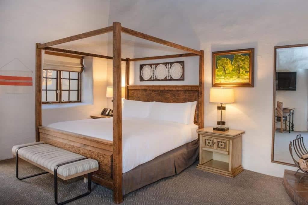 Four poster bed in Santa Fe