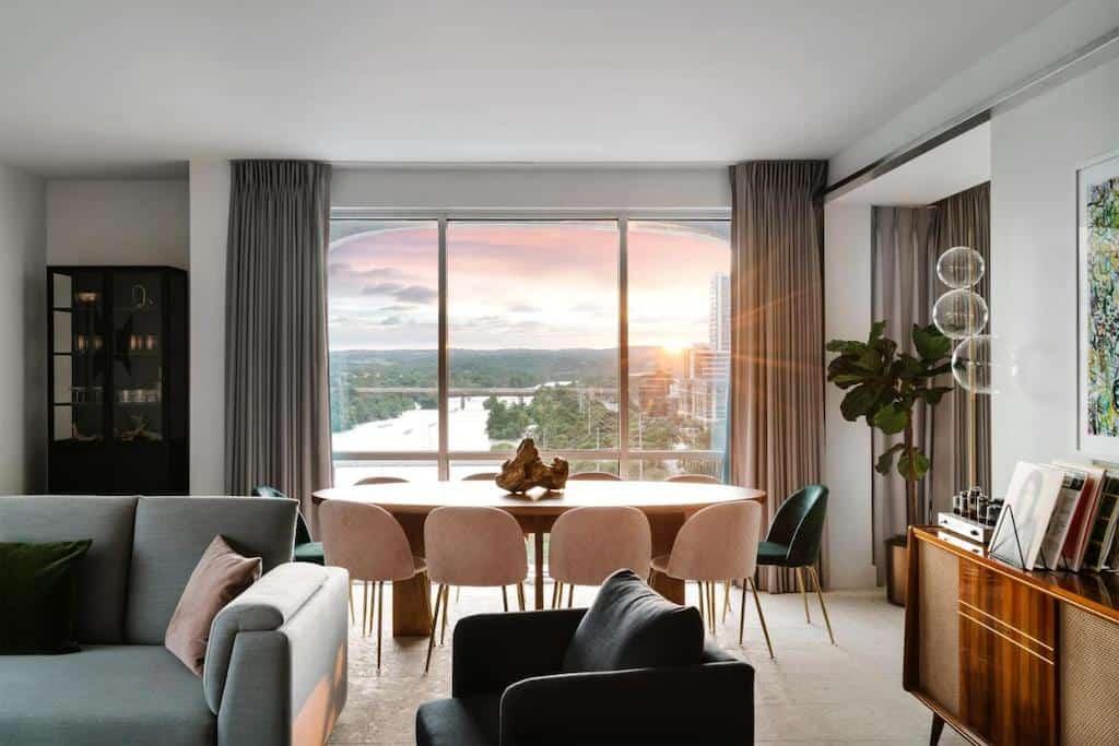 Romantic suite in Austin