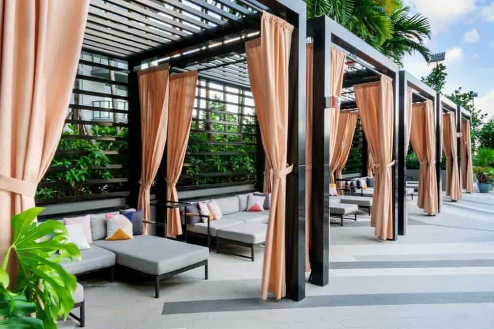 Stylish romance in Miami